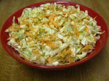 Salatka z pekinska i orzechami wloskimi