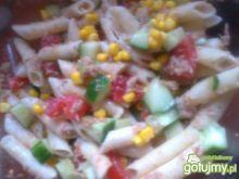 Sałatka z penne, tuńczyka i warzyw