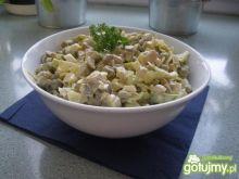 Sałatka z pieczarkami i zielonym groszki