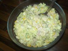 Sałatka z pieczarkami, porem i kukurydzą