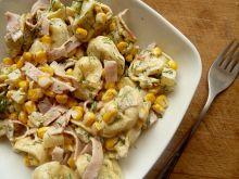 Sałatka z pierożkami tortellini i ananasem