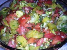 Sałatka z pomidora i ogórka kwaszonego
