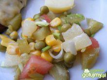Sałatka z pomidorami i ananasem