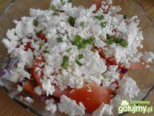 Sałatka z pomidorami i twarogiem