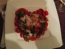 Sałatka z pomidorami, rukolą i krewetkami