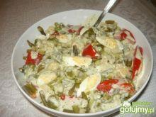 Sałatka z pomidorem i brokułem