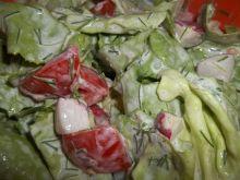 Sałatka z pomidorem, rzodkiewką i koperkiem