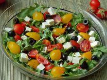 Sałatka z pomidorków na rukoli