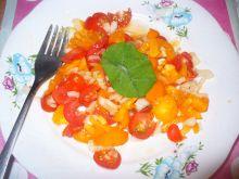 Sałatka z pomidorów z cebulą