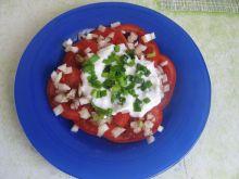 Sałatka z pomidorów z jogurtem i szczypiorkiem