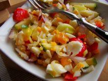 Sałatka z pora, cukinii i jajka