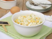 Sałatka z pora, jajka i kukurydzy