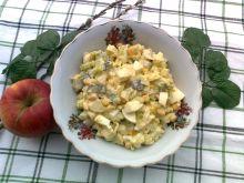 Sałatka z porem, jabłkiem i kukurydzą