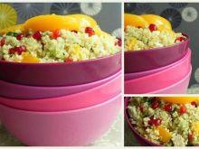 Sałatka z quinoa, kurczakiem i owocami