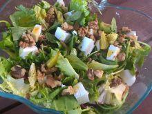 Sałatka z rabarbarem, serem i rodzynkami