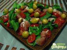 Sałatka z roszponki i oliwek z migdałami