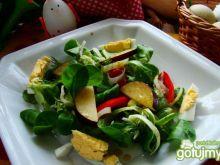 Sałatka z roszponki i śliwki z jajkiem