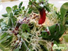 Sałatka z roszponki z wiórkami parmezanu