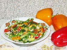 Sałatka z rukolą kurczakiem i słonecznikiem