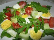 Sałatka z rukolą warzywami j jajkiem
