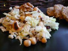 Sałatka z ryżem ciecierzycą i bakaliami