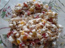 Sałatka z ryżem, jajkiem i tuńczykiem