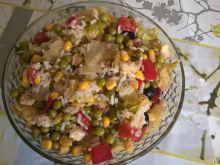 Sałatka z ryżem, papryką marynowaną i sałatą