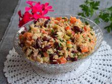 Sałatka z ryżem, tuńczykiem i gotowanymi warzywami