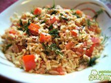 Sałatka z ryżem, tuńczykiem i pomidorem