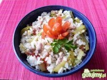 Sałatka z ryżu i konserwy rybnej