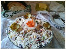 Sałatka z ryżu jaśmin. z fasolą i sosem tatar