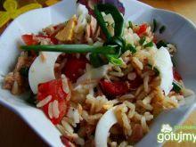 Sałatka z ryżu pełnoziarnistego