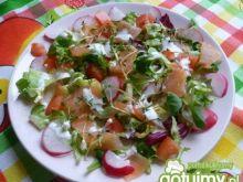 Sałatka z rzeżuchą i łososiem