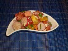 Sałatka z rzodkiewką, serem feta i żółtą papryką