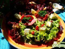 Sałatka z salami i sosem makowo-sezamowy