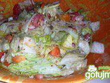 Sałatka z sałaty lodowej i pomidora
