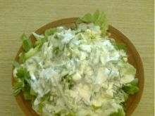 Sałatka z sałaty, ogórka i pora
