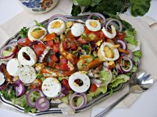 Sałatka z sardynkami i jajkiem