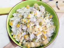 Sałatka z selera konserwowego z serem i szynką