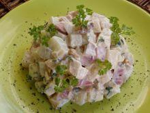 Sałatka z selerem i serem pleśniowym