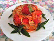 Sałatka z selerem i truskawkami