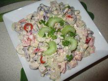 Sałatka z selerem naciowym, papryką i fasolą