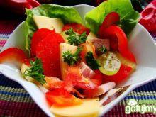 Sałatka z sera ,szynki i winogrona