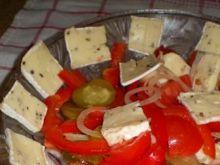 Sałatka z serem Brie,pomidorami, papryką
