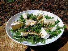 Sałatka z serem camembert i gruszką
