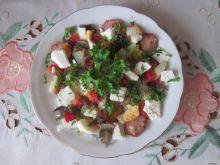 Sałatka  z serem feta i kiełbasą