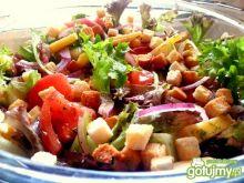 Sałatka z serem i pomidorem