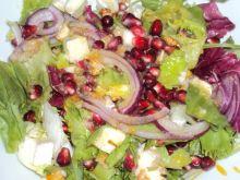 Sałatka z serem pleśniowym i granatem