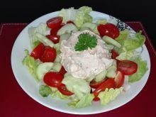 Sałatka z sosem a'la tatarskim