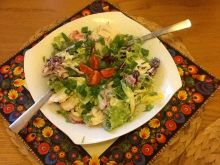 Sałatka z sosem chrzanowym